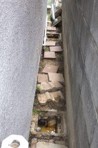 トイレがつまりその裏の汚水が溢れている会所