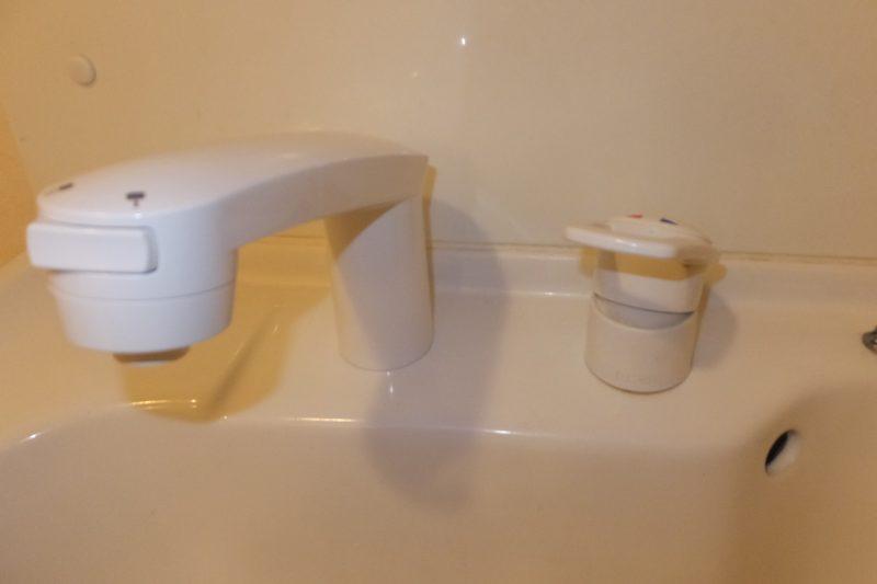 洗面台の水漏れはシャワー水栓でした