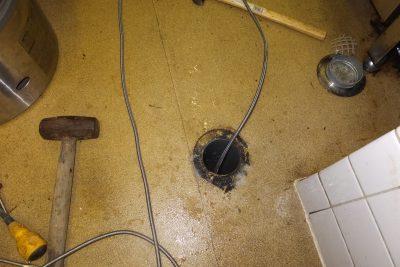 排水口から詰まりの解消、排水管掃除