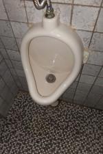 トイレつまり水漏れ/小便器配管尿石こびり付き掃除