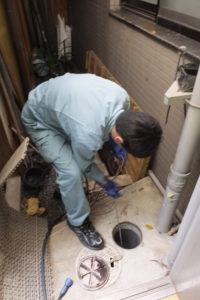 排水管内高圧洗浄中