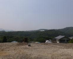 山の上での清掃作業