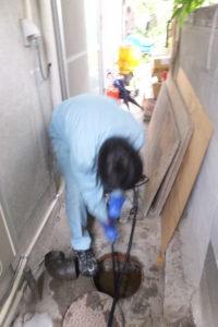 トイレ付近排水升高圧洗浄作業中