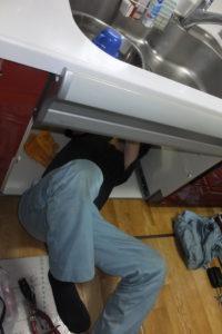 キッチンシングルレバー混合栓取り換え中