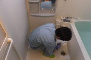 お風呂場清掃作業