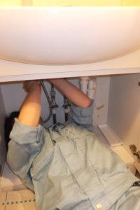 洗面台シングルレバー混合栓修理中