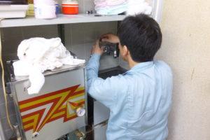 水漏れ混合栓のパッキン取り換え修理中
