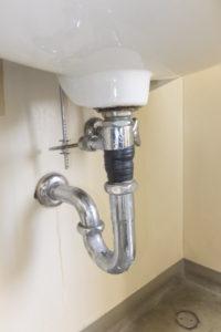 洗面器排水パイプ取り換え前