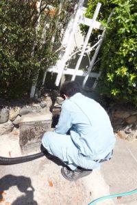 雨水管、雨水側溝高圧洗浄作業中