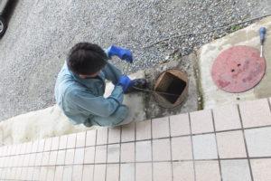 排水管高圧洗浄作業中