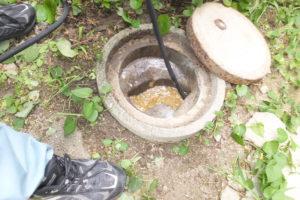トイレの排水配管高圧洗浄作業