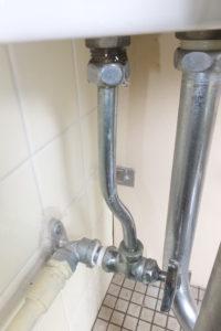 トイレタンクパイプの水漏れ