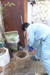 トイレ配管つまり高圧洗浄通管作業中