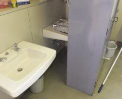 イヤな臭いがする会社の男子トイレ