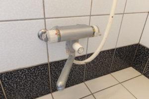 取り換え前のバスシャワー混合水栓