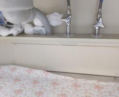 悪臭の原因のキッチン収納扉内