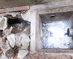 会所の水漏れのため地面が陥没