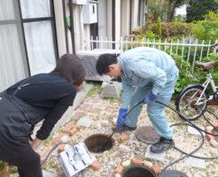 下水道管高圧洗浄、お客さんに説明中