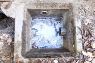 排水桝の水漏れ修理前