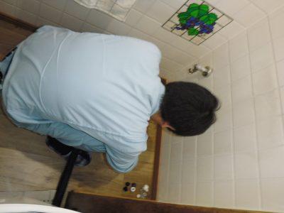 トイレを取り外して配管から直接掃除