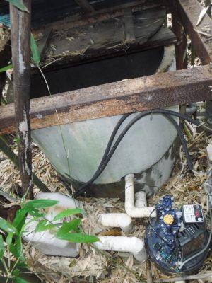 浅井戸ポンプがある井戸
