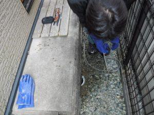 キッチンの生活雑排水管の高圧洗浄でお掃除中