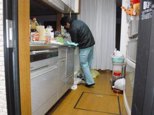 キッチン生活雑排水管の薬品清掃中
