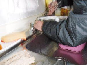 キッチン2バルブ混合水栓修理中