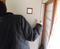 ドア伊神の修理調整中
