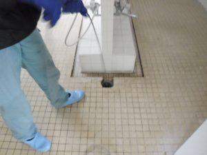 土間排水溝の高圧洗浄