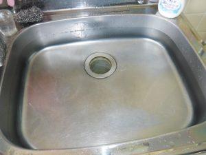 流れが悪くなり水が溢れてくるキッチン