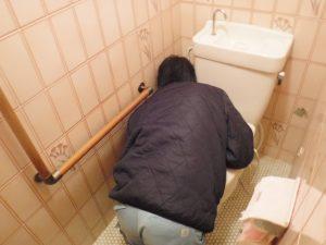 トイレの水漏れ調査中
