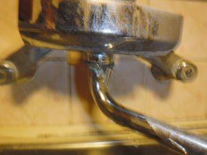 キッチン混合水栓の吐水口根元部分から水漏れ