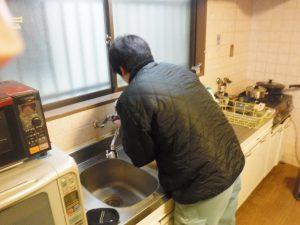台所のキッチンシングルレバー混合水栓の取り換え交換中