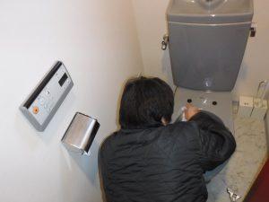安いやつでおすすめのTOTOウォシュレットをつける前に便器掃除