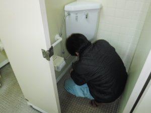 洗浄管からポタポタと水漏れを起こしていました。