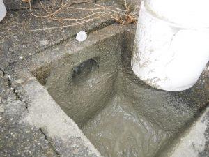 雨水会所の水漏れの穴を補修しておきました
