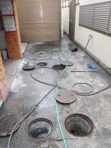 大阪府豊中市での屋外排水管の高圧洗浄作業
