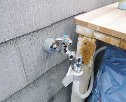 水漏れしている洗濯機の古い水栓