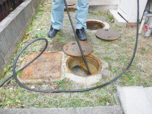 トイレ排水配管高圧洗浄清掃作業中