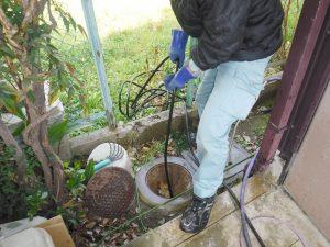 水道詰まり解消作業中
