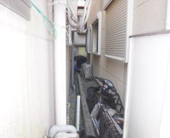 お家の屋外で高圧洗浄清掃中