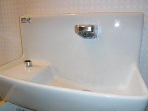 トイレの手洗い水の出が弱い状態です