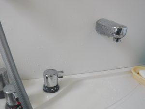 お風呂の蛇口から水漏れしています