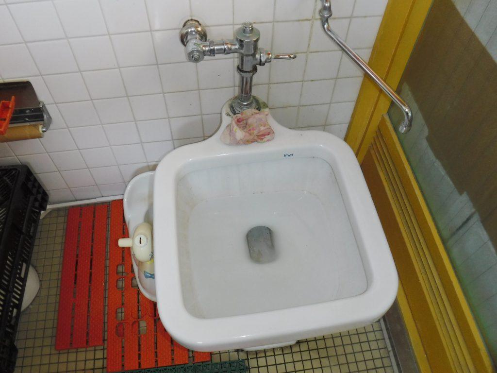 市役所から「水道管が水漏れしていますよ」という連絡があったトイレ