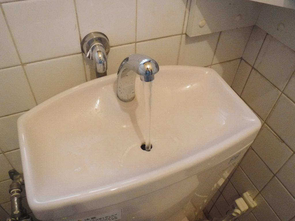 水が出るようになったトイレタンク