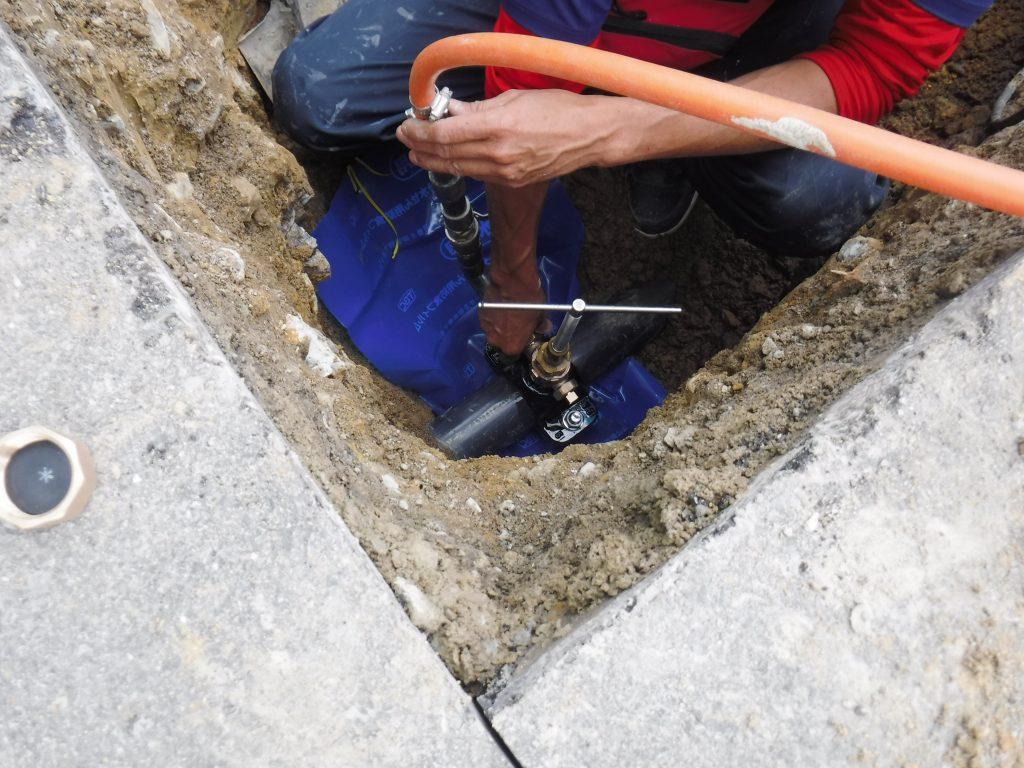 水道管から新しく分水します