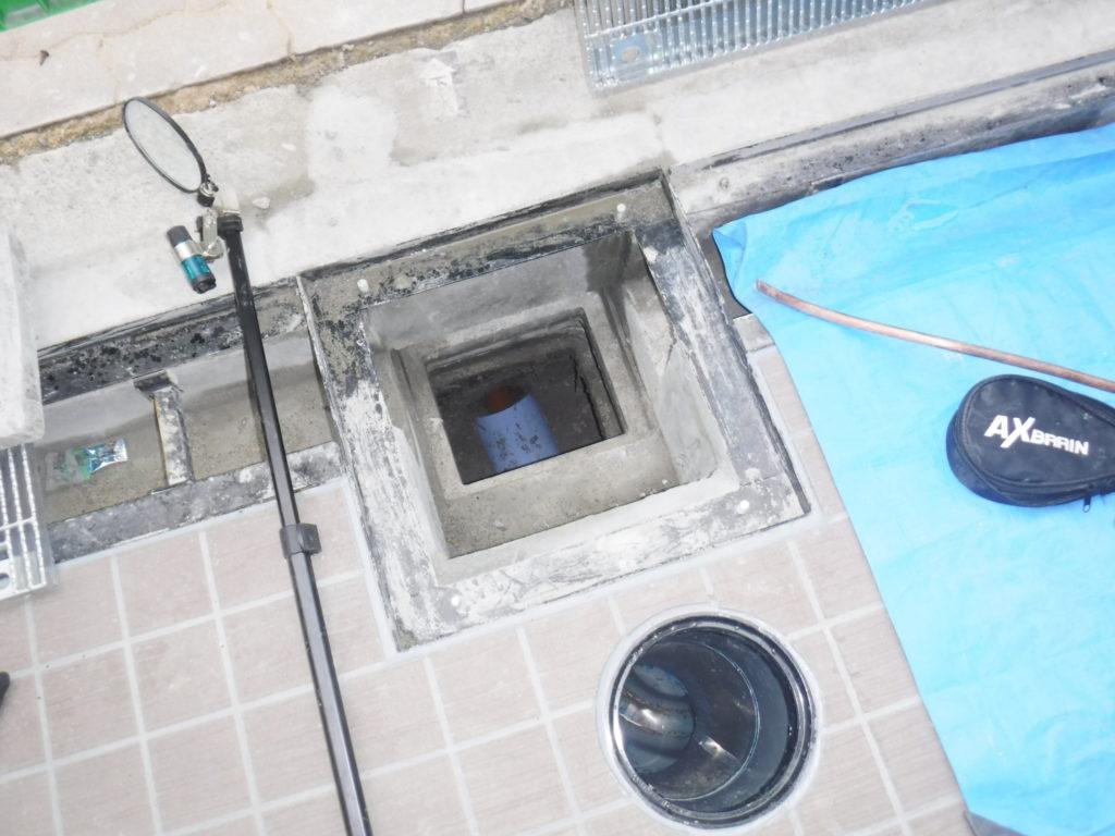 排水管のパイプのセメント詰まり