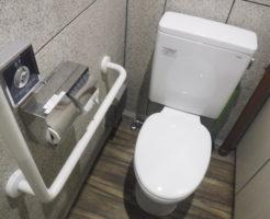 男子トイレ便座取り換え交換作業後