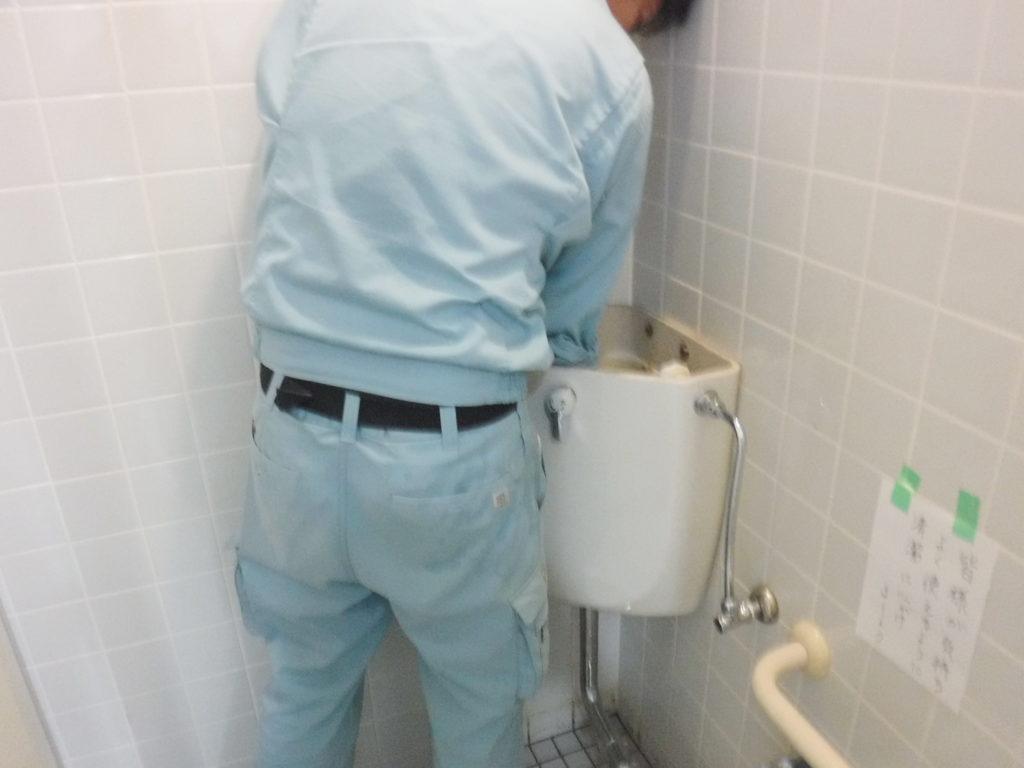 INAX製トイレタンク水漏れ修理中